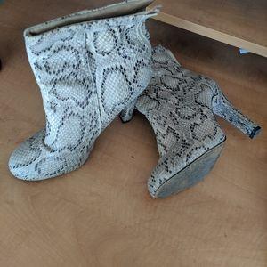 Kardashian kollection ankle boots